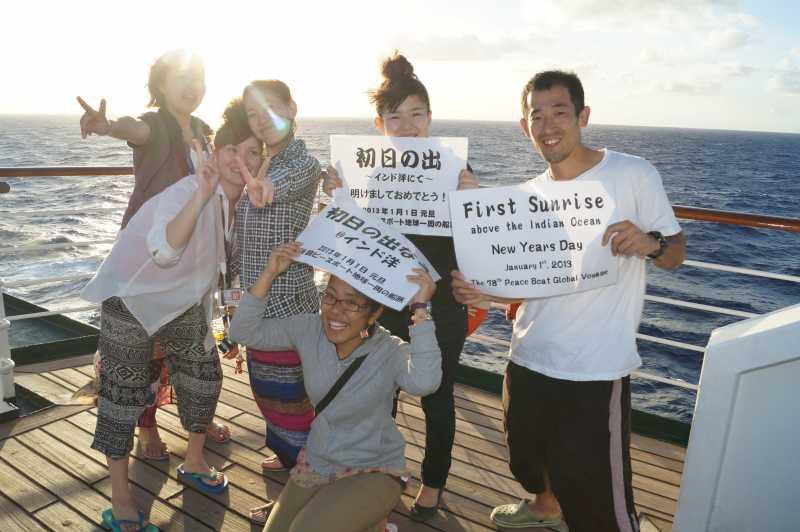 ピースボート78回クルーズ19日目:インド洋上で迎えるお正月と船内新聞