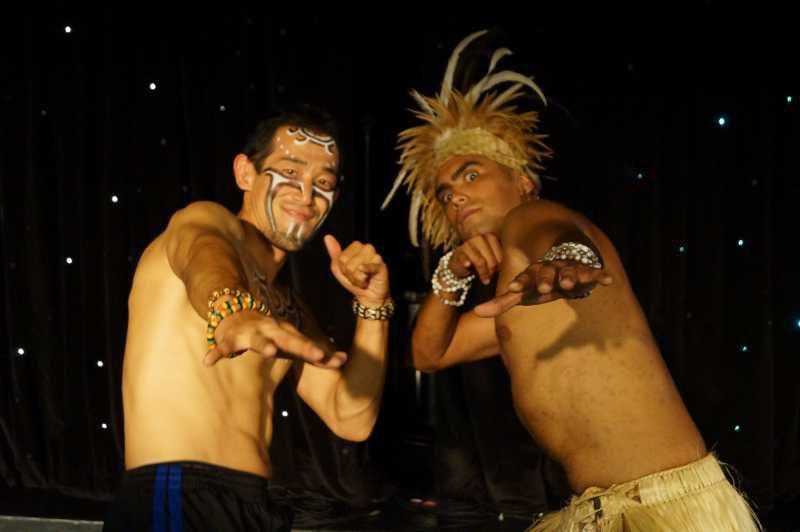 ピースボート78回クルーズ 76日目:イースター島の伝統のダンスショーに出演