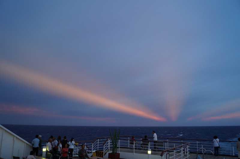 ピースボート78回クルーズ 83日目:洋上大運動会と珍しい空