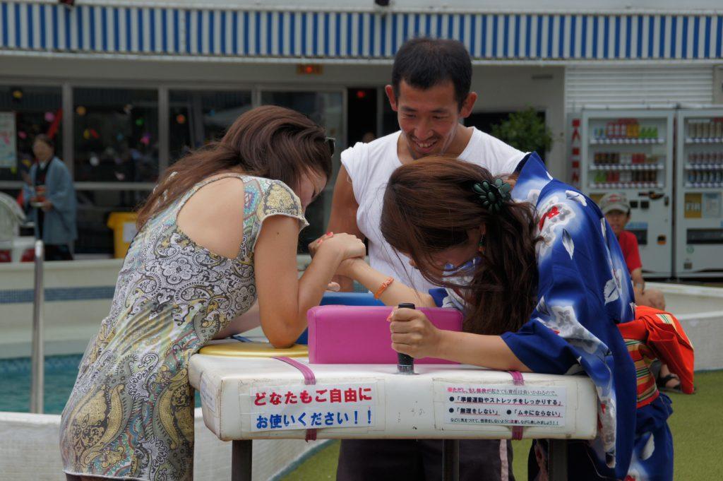 ピースボート71回クルーズ69日目:2011年元旦、新春アームレスリング大会