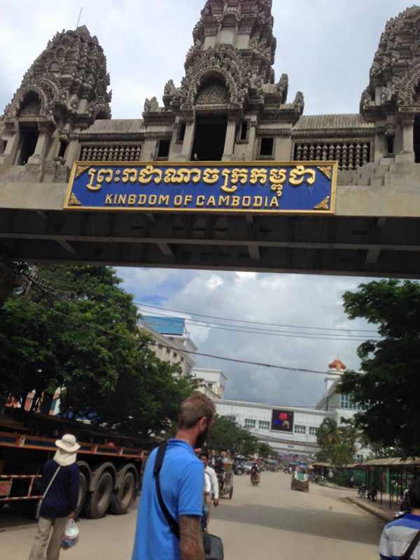 印象に残ったカンボジア人の言葉。陸路でバンコクからカンボジアのシェムリアップへ。